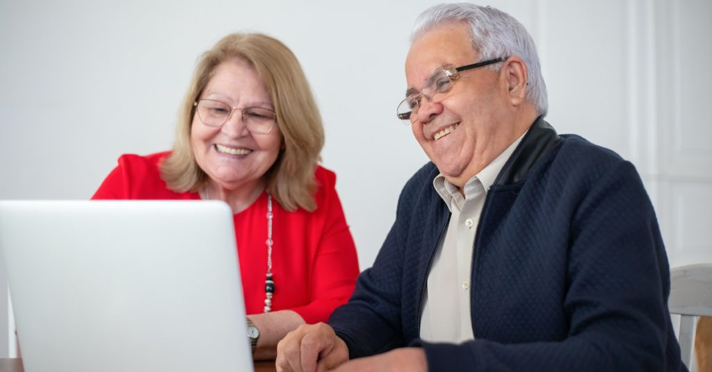 man and woman applying for medicare in texas on a laptop